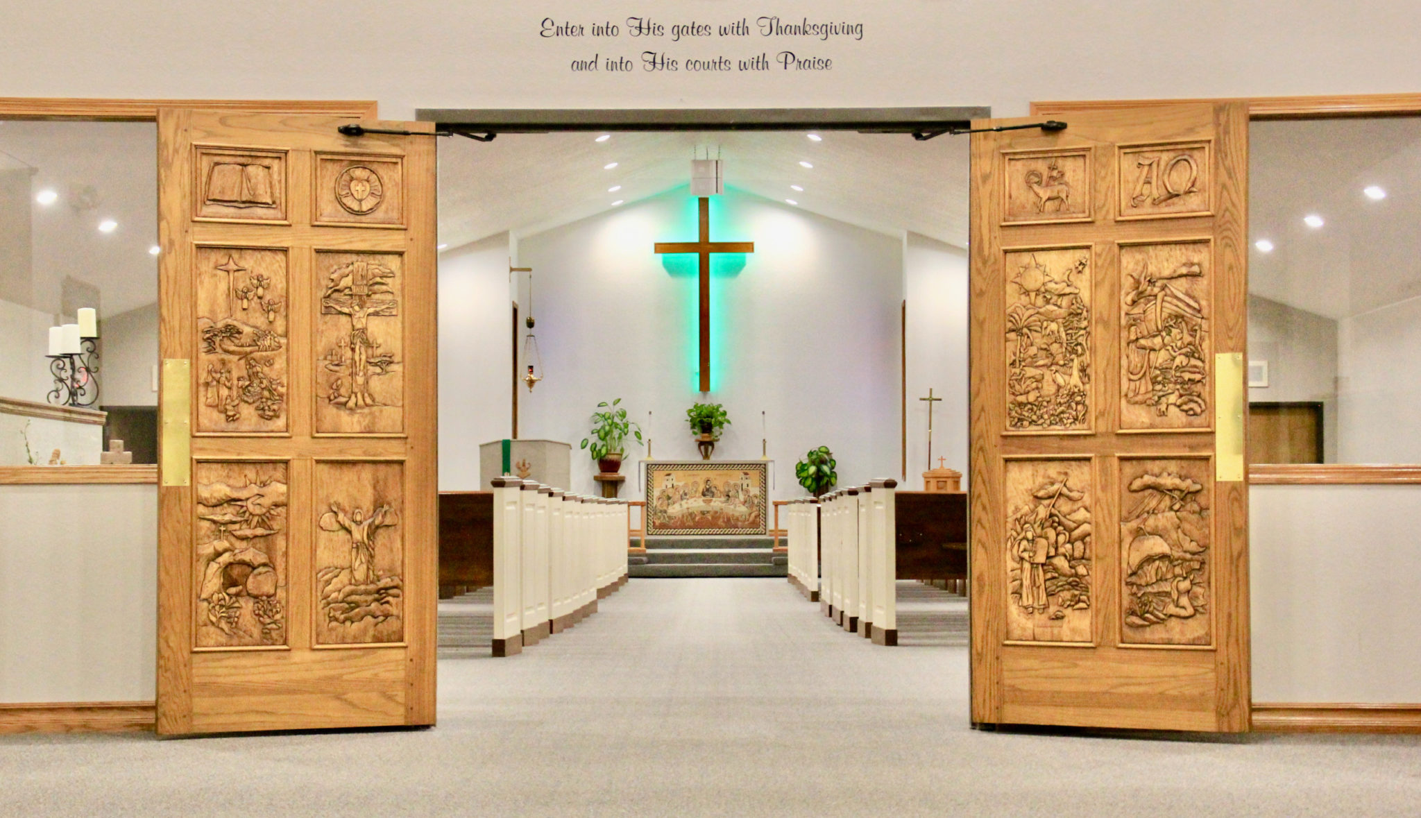 church_carved_doors_2541x1463